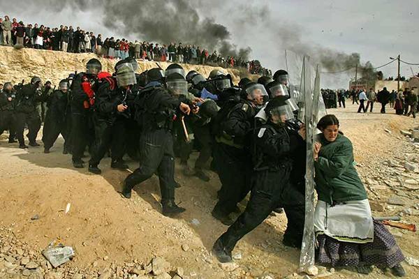 Defending the Barricade - Read Photos