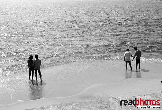 Lovers at the beach, Sri Lanka - Read Photos