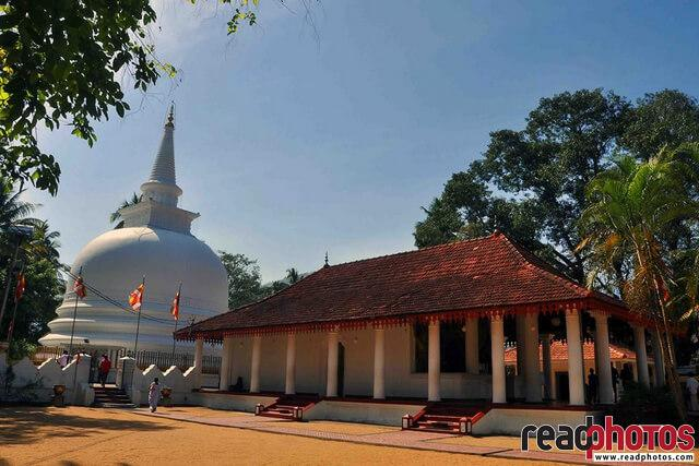 Buddhist temple in Sri Lanka - Read Photos