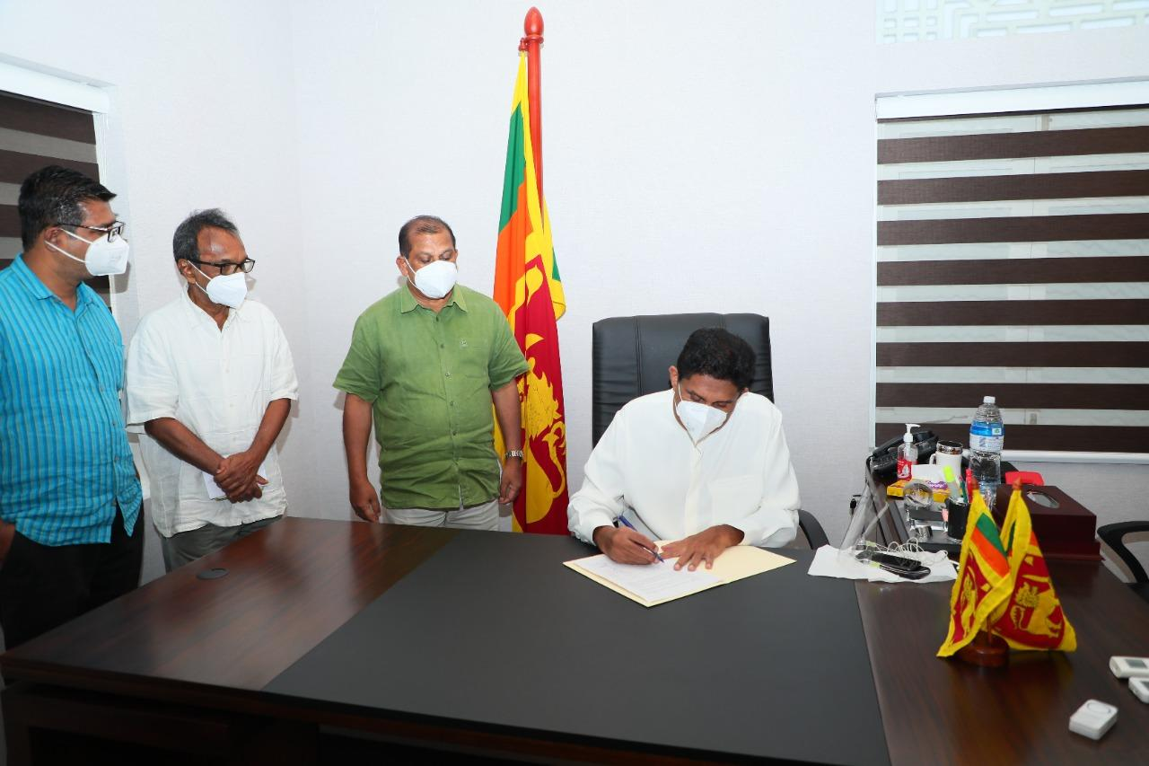 SJB MPs sign a petition against Udaya Gammanpila for increasing fuel prices