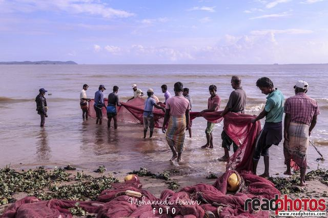 Fishing people, fishing net, Sri Lanka - Read Photos