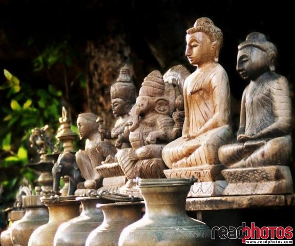 Buddha statues and ornaments, Sri Lanka - Read Photos