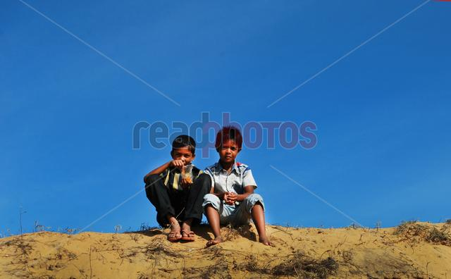 Children, Arugambe beach in Sri Lanka