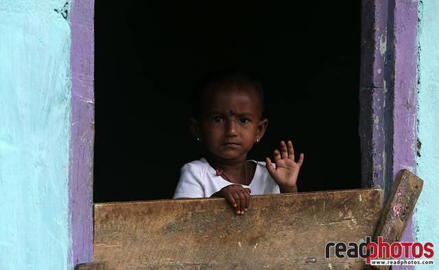 Little girl, Thalawakale, Sri Lanka (3) - Read Photos