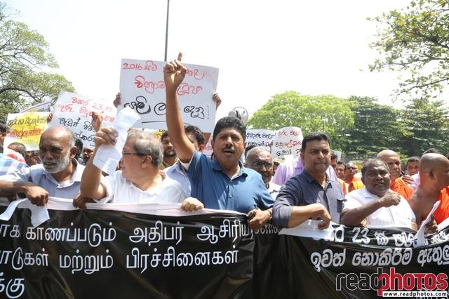 Protest of the Teachers and Principals to restore their demands - Read Photos