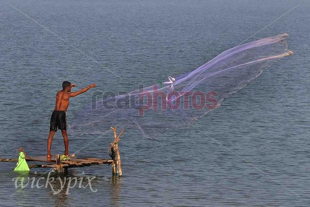 Fisherman, Sri Lanka - Read Photos