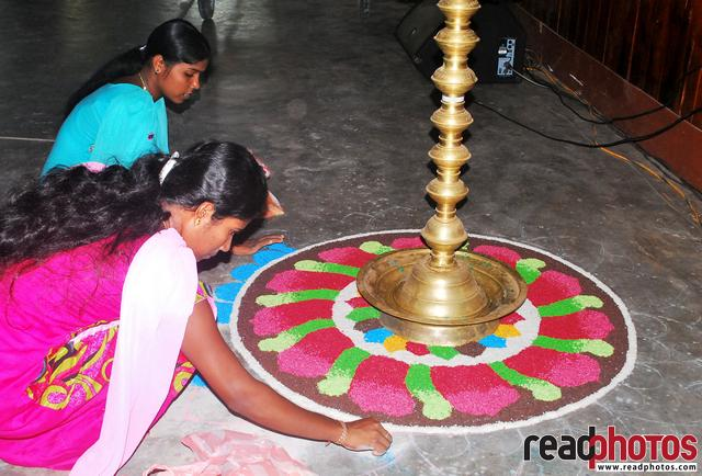 Designing a Kolam art, Sri Lanka - Read Photos