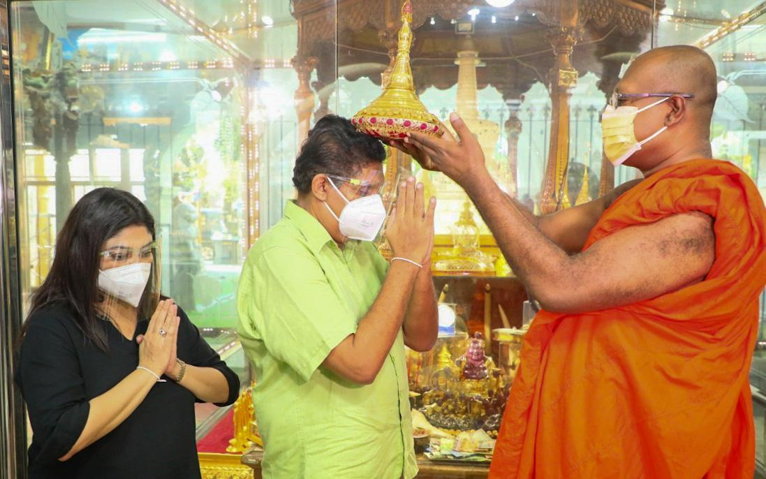 Opposition leader and his wife who were recovered from covid infection visit Gangarama temple