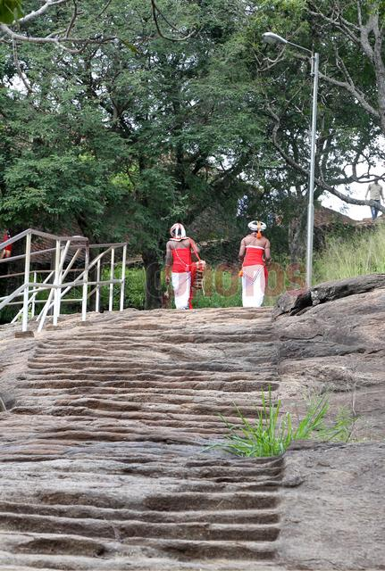 Traditional Sri Lankan drummers walking - Read Photos