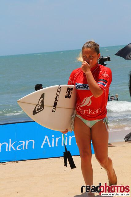 Surfing red girl, Arugambe, Sri Lanka - Read Photos