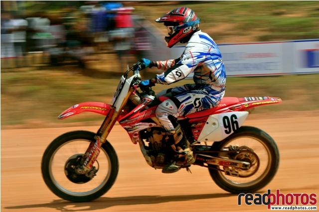 Fast motor cross rider, Sri Lanka - Read Photos
