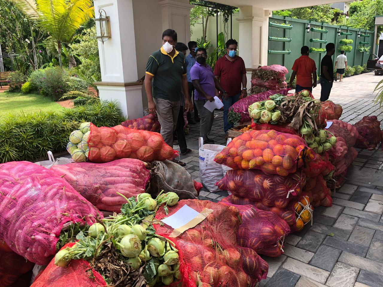 Former MP Ravi Karunanayake Distributing essentials goods for the people during the pandemic