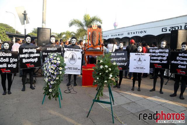 No more executive presidency– protest in Colombo Fort, Sri Lanka (9) - Read Photos