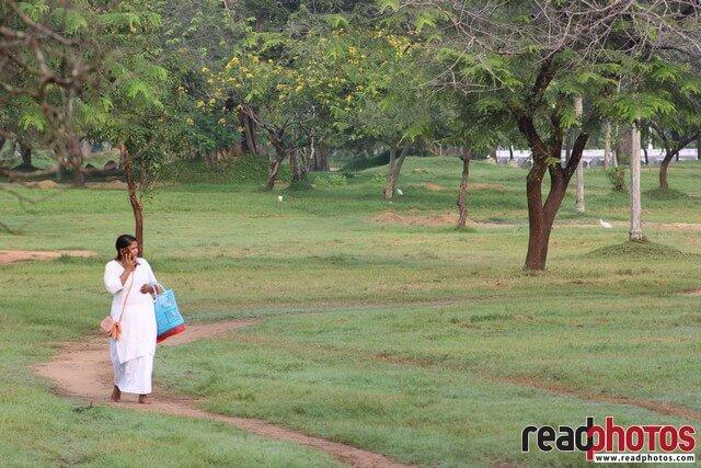 Women with a phone, Sri Lanka - Read Photos