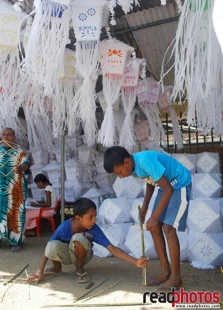 Preparing for wesak, Sri Lanka (4) - Read Photos
