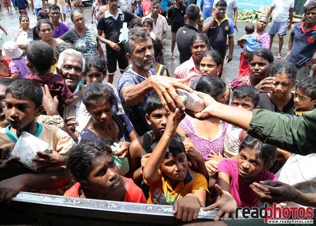 Helping the people affected by flood 2017, Kelaniya, Sri Lanka (4) - Read Photos