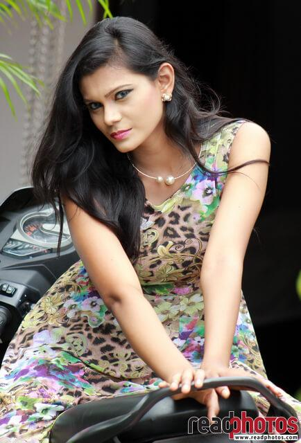 Model Wageesha (2) - Read Photos