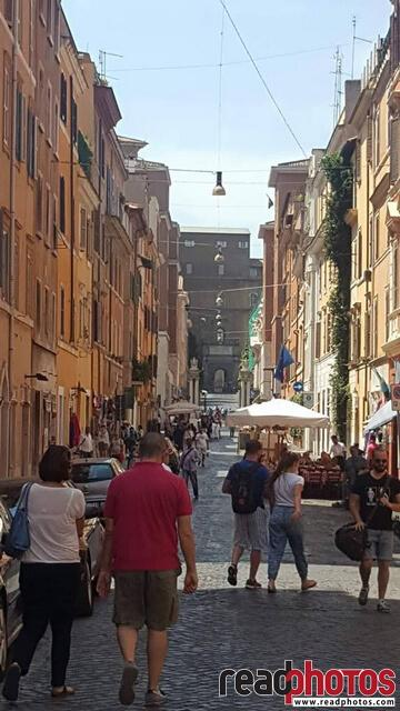 Busy streets, mobile capture, Italy