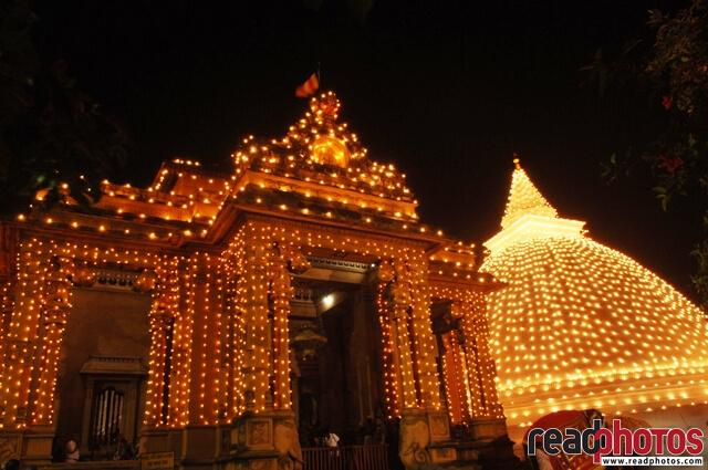 Kelaniya temple at night, Sri Lanka - Read Photos