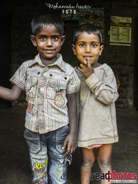 Two smiling little kids, Sri Lanka - Read Photos