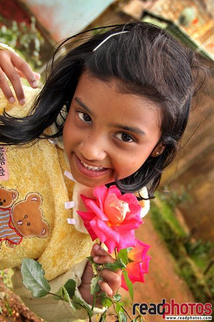 Smiling little girl, Sri Lanka - Read Photos