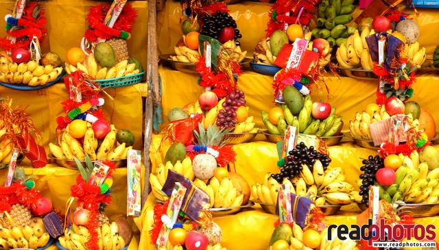 Garlands and fruits for the gods, Sri Lanka - 2 - Read Photos