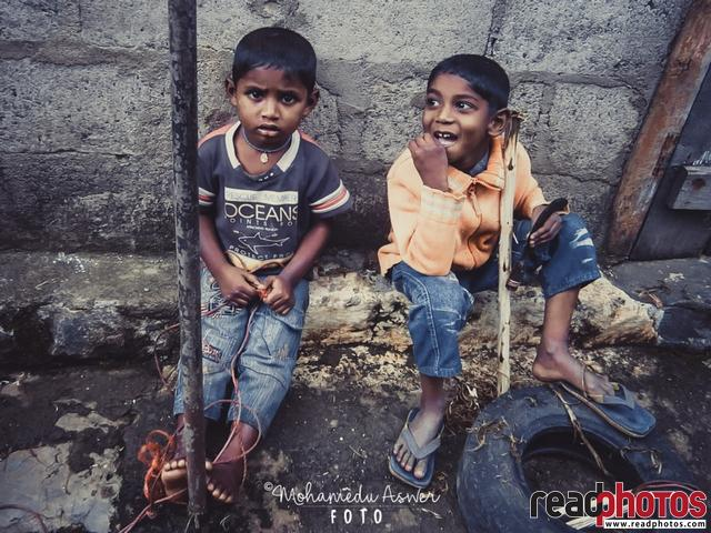 Two little boys, Sri Lanka - Read Photos