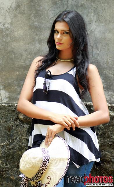 Model Wageesha (9) - Read Photos