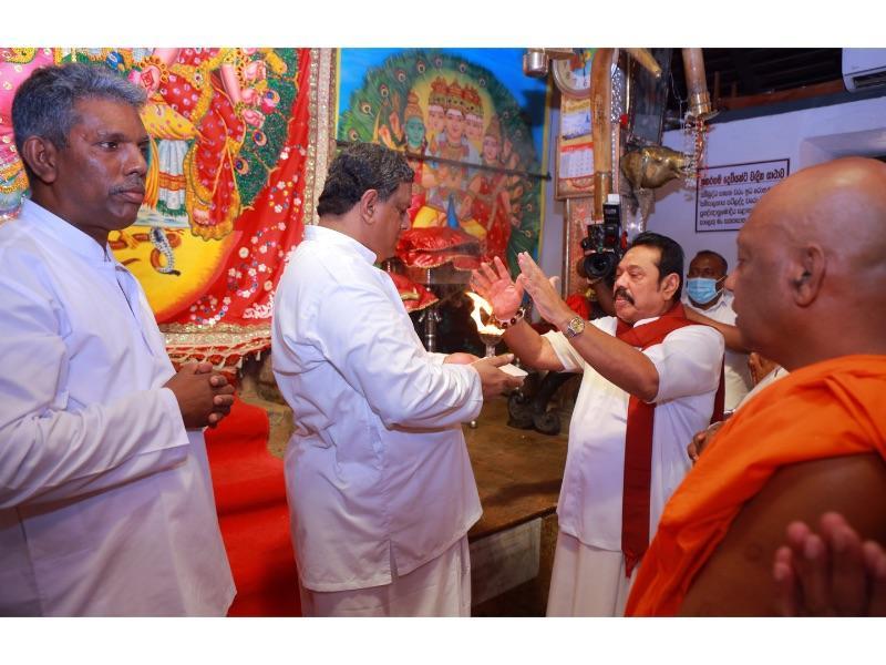 PM receives blessings at Ruhunu Kataragama Maha Devalaya