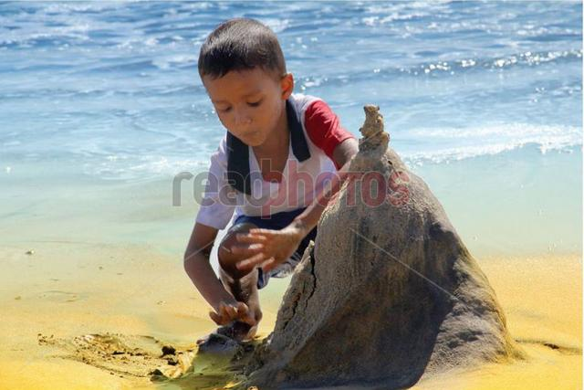Children, Arugambe beach (2) in Sri Lanka - Read Photos