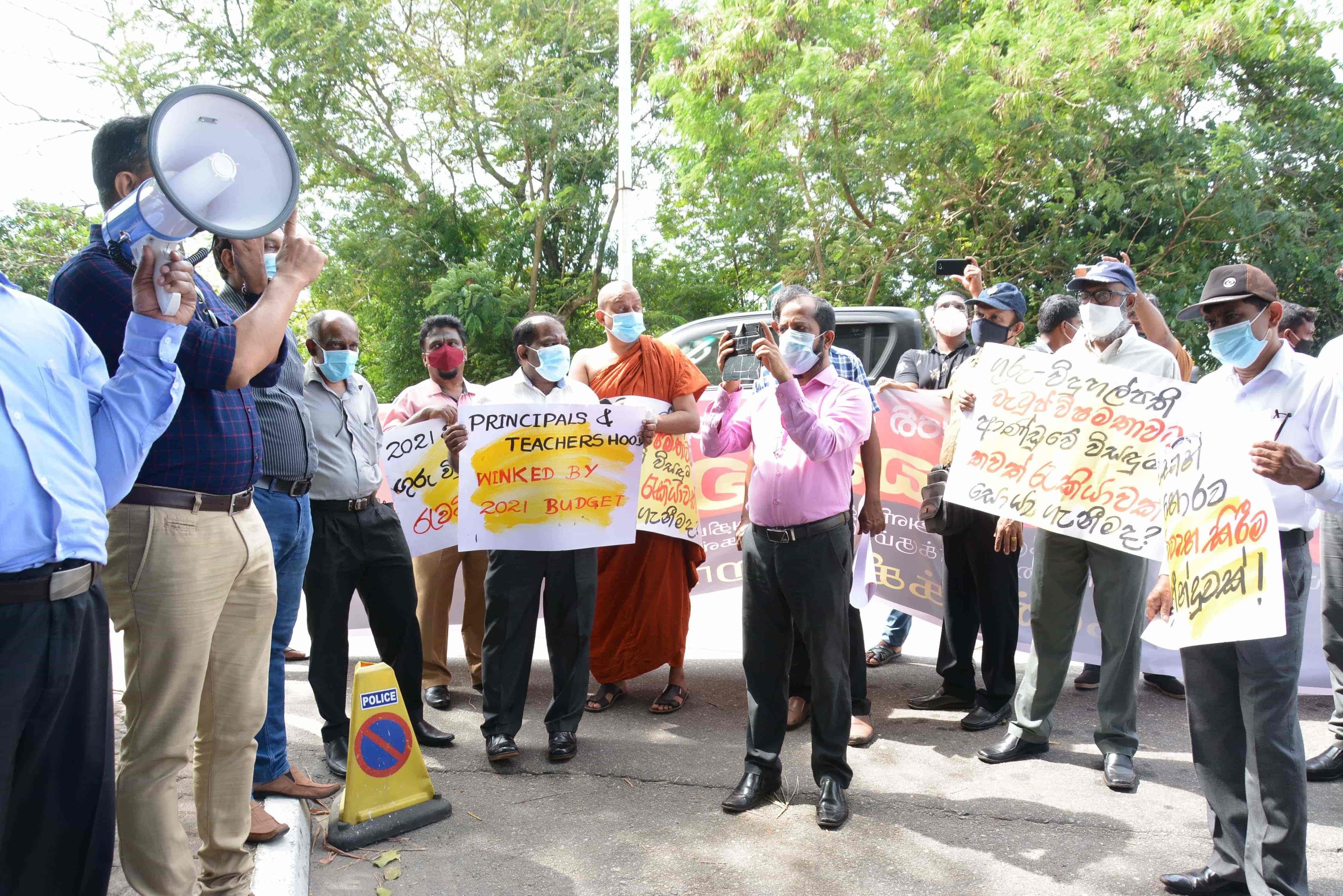 The protest to request principal-teacher salaries as promised in the budget