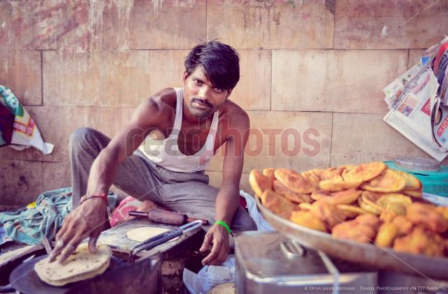 Street food maker, India - Read Photos