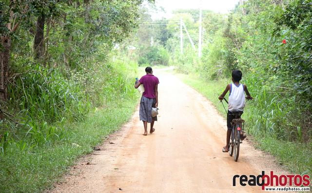 Mom and son walk to find water, Sri Lanka - Read Photos