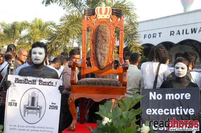 No more executive presidency– protest in Colombo Fort, Sri Lanka (8) - Read Photos