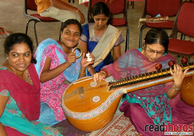 Music, Sithar, Happy girls, Batticaloa, Sri Lanka
