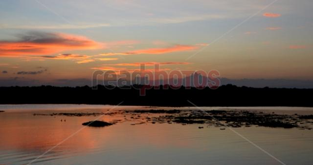 Sunset on Bulankulama lake, Sri Lanka - Read Photos