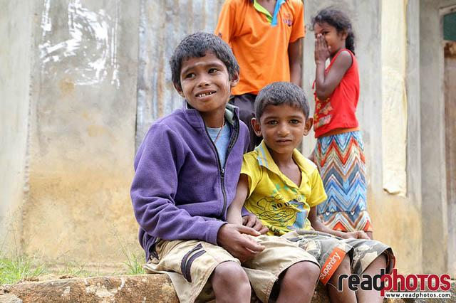 Kids upcountry Sri Lanka 4 - Read Photos