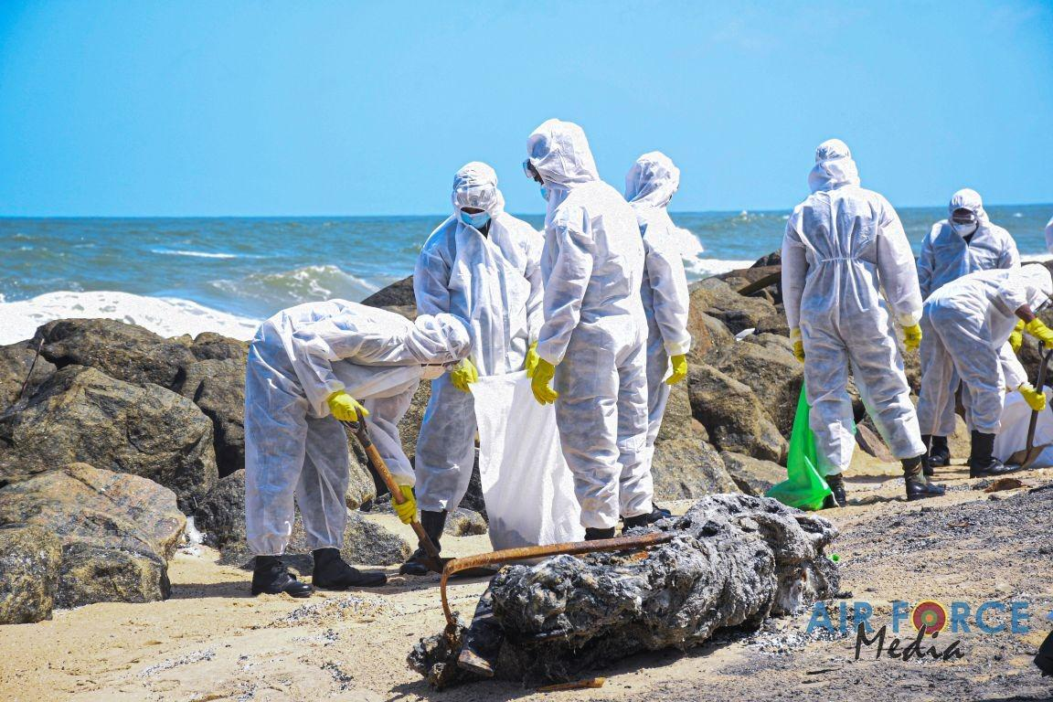 SL Army supports to clean the wreckage of the burnt ship - Read Photos
