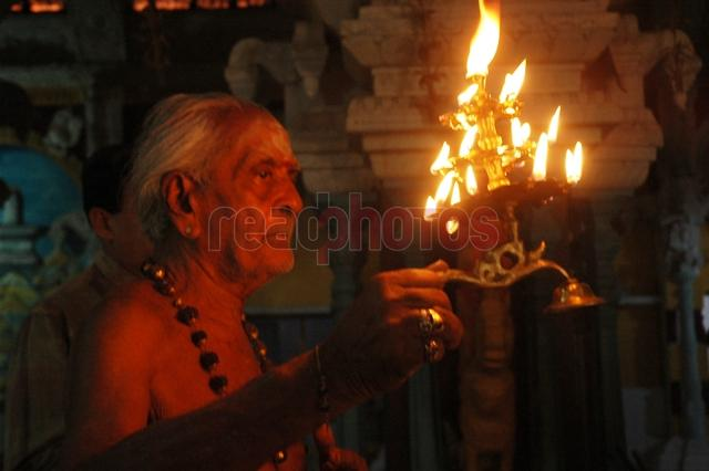 Hindu kovil, Sri Lanka - Read Photos