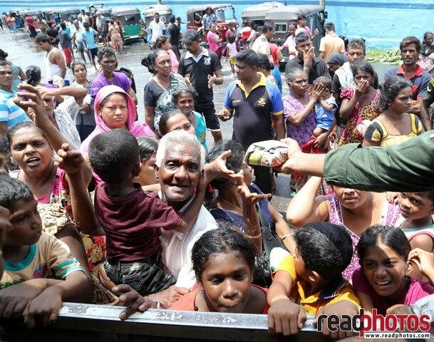 Helping the people affected by flood 2017, Kelaniya, Sri Lanka (2)