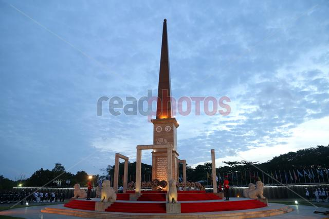 War hero memorial, Sri Lanka (5) - Read Photos