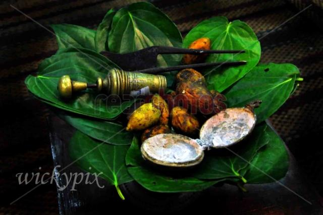 Betel leaves and tray - Read Photos