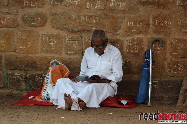 Religious man, Anuradhapura, Sri Lanka - Read Photos