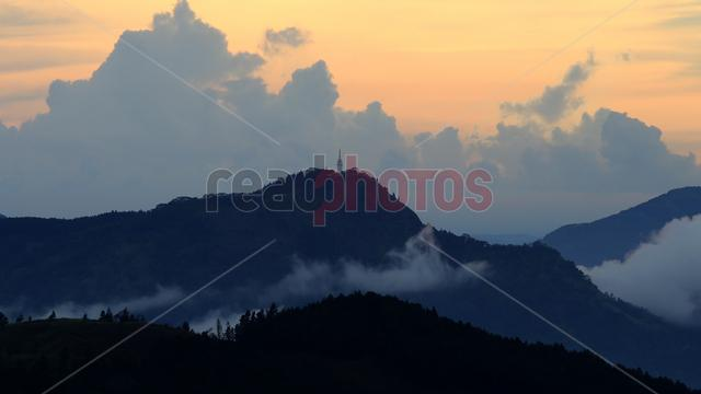 View of the Ambuluwawa tower from Galaha in Sri Lanka (2) - Read Photos