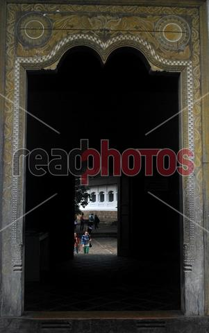 Ancient door entrance, Sri Lanka - Read Photos