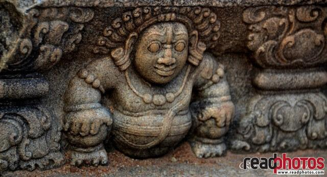 Ancient stone crafts, Sri Lanka - Read Photos