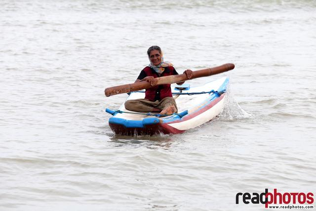 Old lady rowing, Sri Lanka - Read Photos