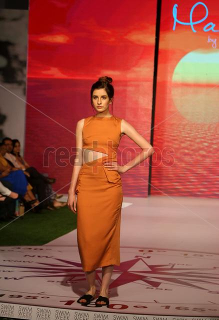 Swim week fashion show (4) - Read Photos