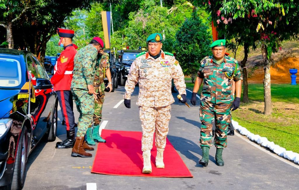 The Combat Convoy Company of the SL Army to serve in the MINUSMA salute the CDS & Army Commander