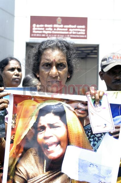Protest for missing people in Sri Lanka, in front of the Human rights commission Colombo (2) - Read Photos